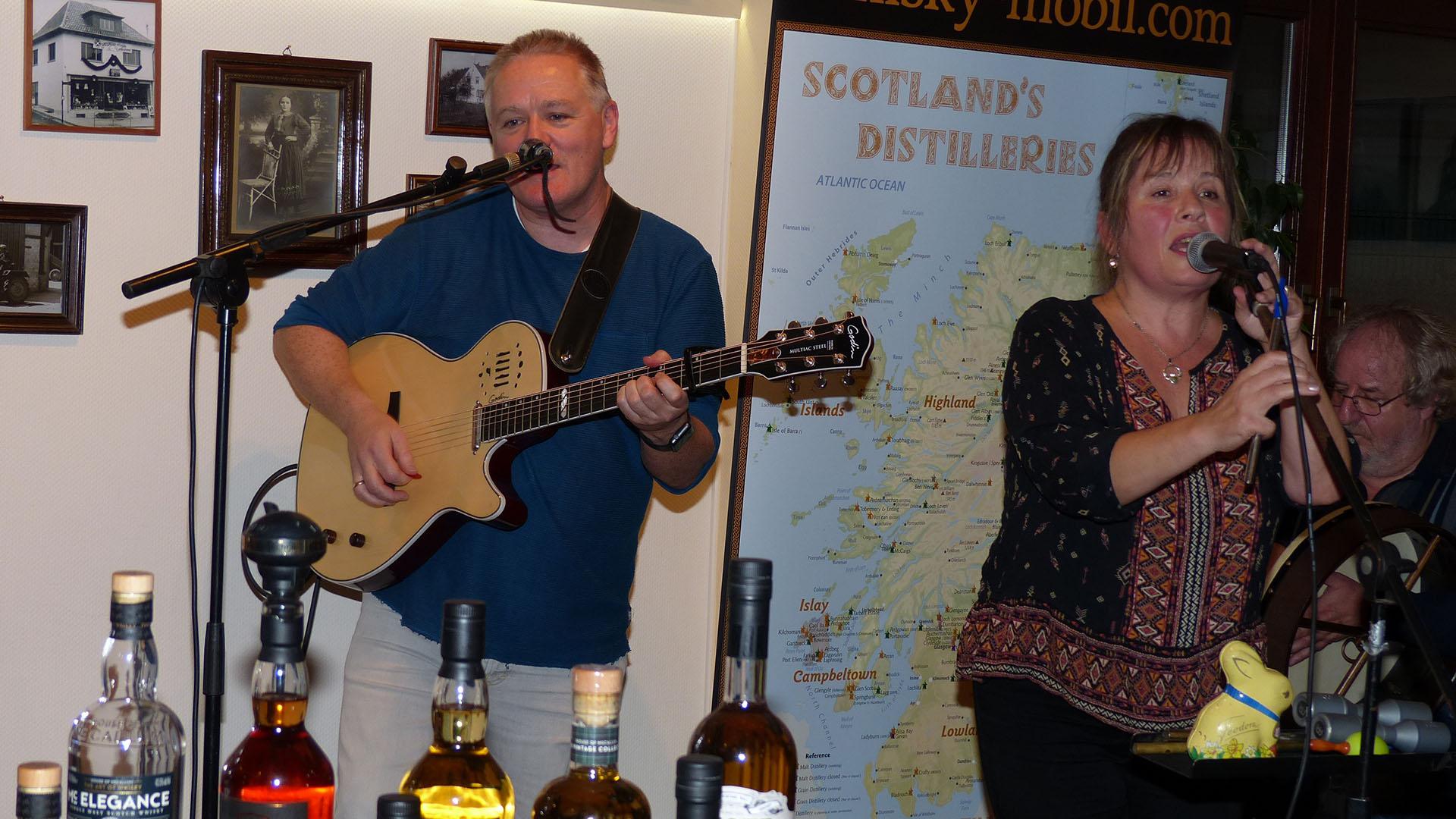 Celtic Tree live beim Whiskytasting. Hintergrund Plakat